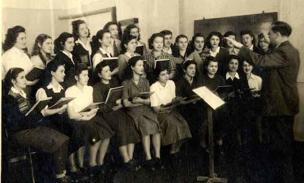 1. Naslovna - zenski hor-dirig. Bozidar Holas 1950-51